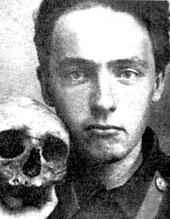 Un crâne, une tête, celle de Vélimir Khlebikov